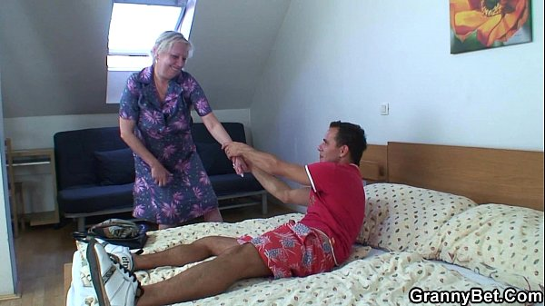 Blonde old granny is doggystyle fucked Thumb