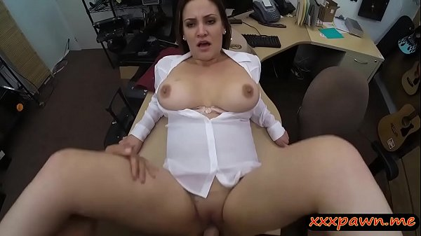 Foxy business lady screwed by pawn dude