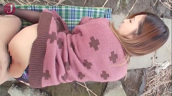 Kinky Japanese chick busts out her huge boobs and rides cock outdoors[HMHI-204] Thumb