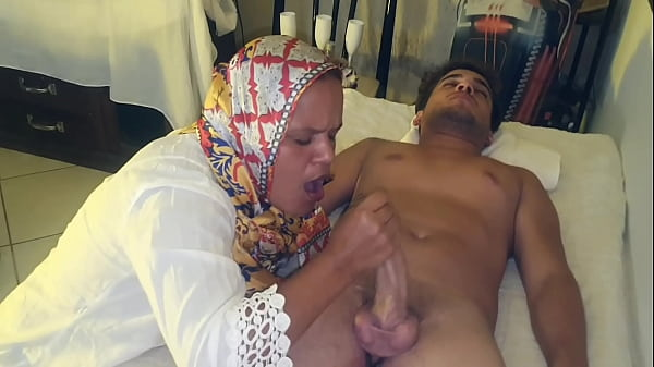 The first time of the virgin with desi masseuse. Flakael