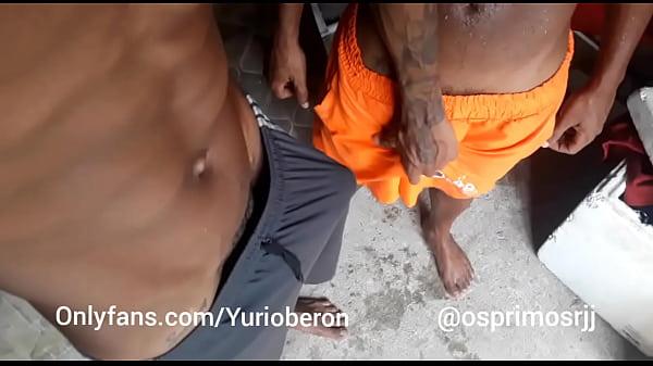 Putaria na favela: Yuri oberon resolve brincar com Os Primos