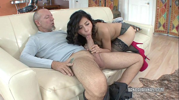 Petite coed Nicole Ferrera bangs an older guy Thumb
