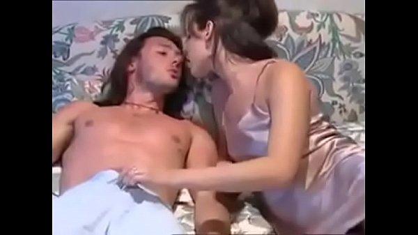 Porno sborra nella figa pelosa italiana sorella