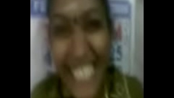 Tamil aunty giving blowjob for her guy Kanchi MMS
