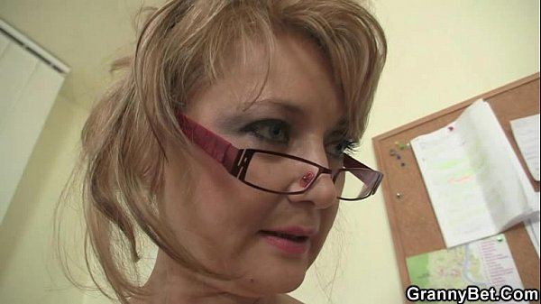 Hot office sex with old mature bitch Thumb
