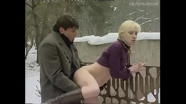 She's caught pissing outdoor in the snow Thumb