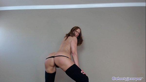 Hot Mature Twerking Thumb