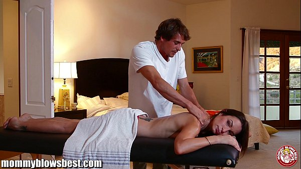 MommyBB Amber Rayne's dirty massage ends in a fucking session