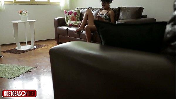 PADRASTO FILMA ENTEADA SÓ DE CALCINHA NA SALA