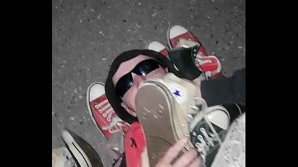 Converse worship slave , sneakers fetisch
