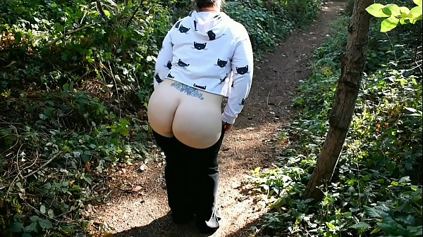 Big booty exhibitionist rubs her pussy at a public park (Preview) Thumb