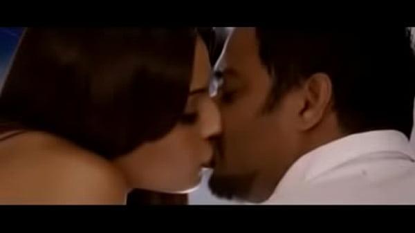 Bipasha Basu hot kissing scenes