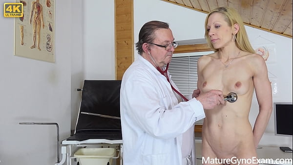 Mature pornstar Gwen Cortez shows everything on her old pussy exam Thumb