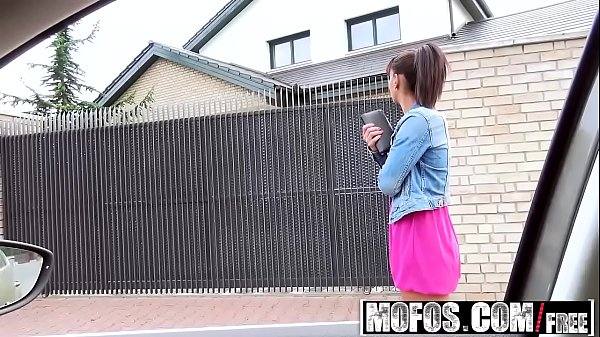 Mofos - Stranded Teens - Sex Outside with Ebony...