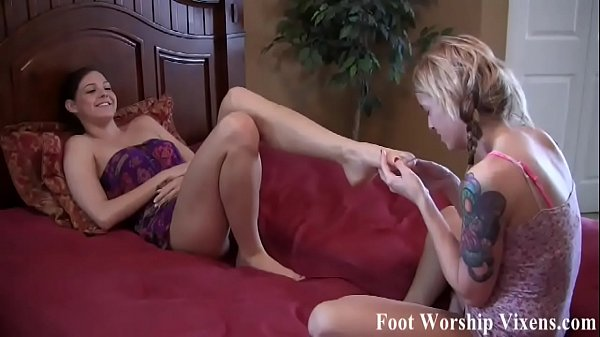 I need a relaxing foot worship session