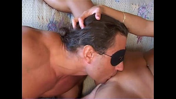 A private couple fucking with a mask: she's very hot!