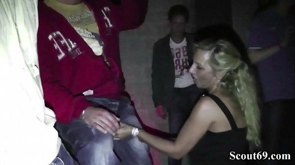 Deutsche MILF und Teeny ficken fremde Typen nach Party