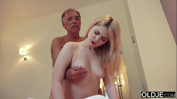 Nympho sucks grandpa cock and has sex with him in her bedroom Thumb