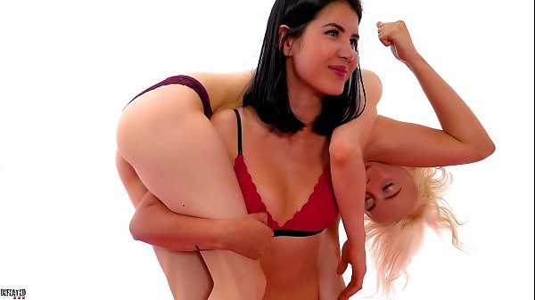 Female Wrestling Humiliation: Headscissor Foot Domination