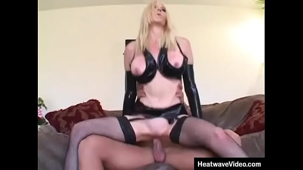 MILF going to do everything that she can to dri...