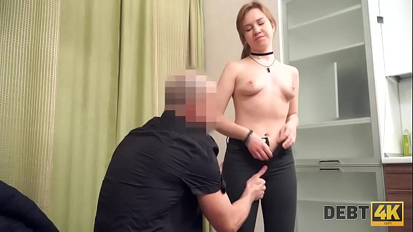 DEBT4k. L'ingenua Alice Klay si mette nei guai e fa sesso con uno sconosciuto