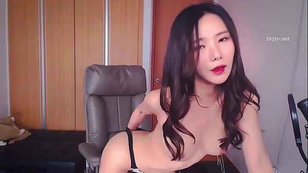 Korean BJ Neat fingers herself in cute black panties