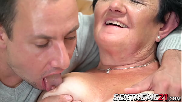 Old vixen Hettie eaten out and spreads legs for cock  thumbnail