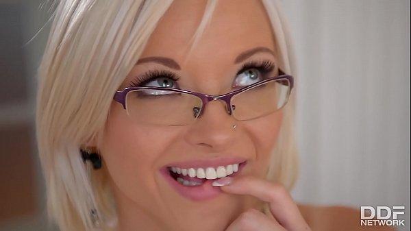 Horny blonde secretary Zazie Skymm fucks a Dild...