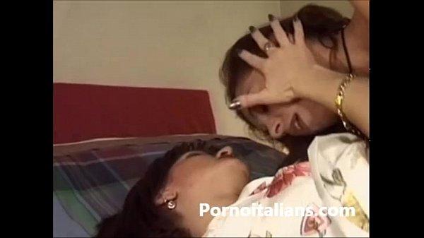 lesbiche italiane fanno sesso - Italian lesbian sex fighe bagnate