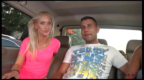 Quickie with super hot blondie in car