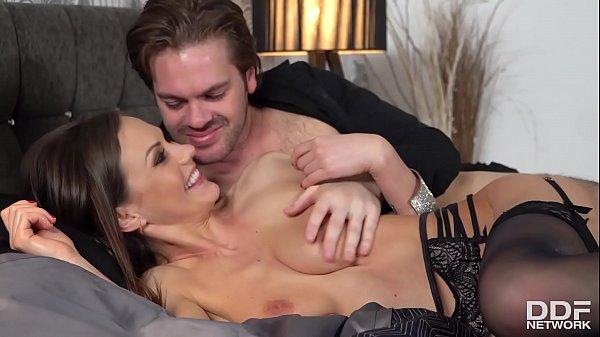 Sperm-hungry vamp Tina Kay stimulates her clit ...