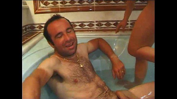 Italiano porno moglie storie di scambio nella vasca da bagno