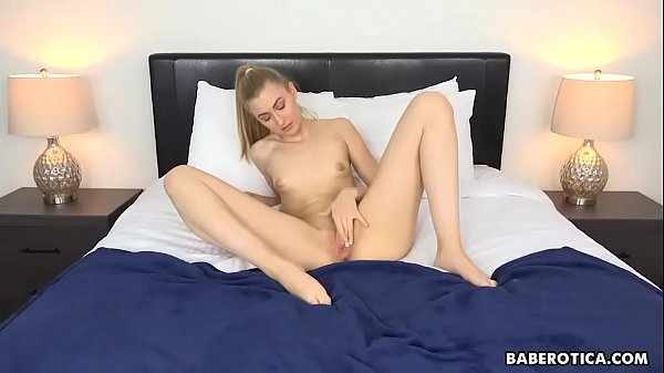 It is time for Alexa Grace to play with pussy