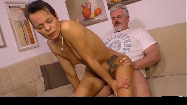HAUSFRAU FICKEN - Skinny German housewife gets ...
