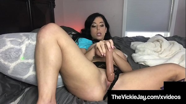 Thick Vickie Jay Shows Off Her Dick Pleasing Skills!