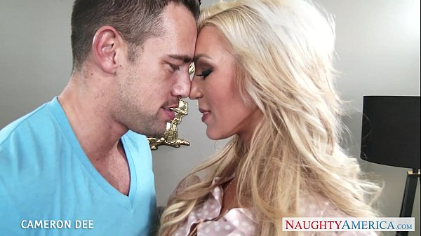 סרטי סקס Superb blonde Cameron Dee gives blowjob