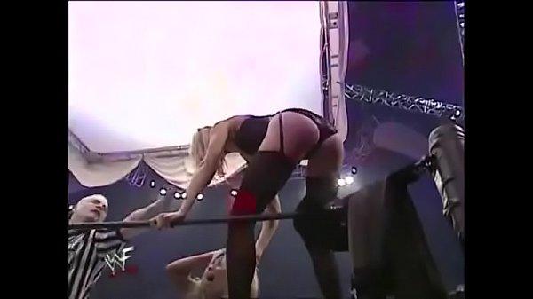 Torrie Wilson vs Stacy Keibler. Lingerie match....