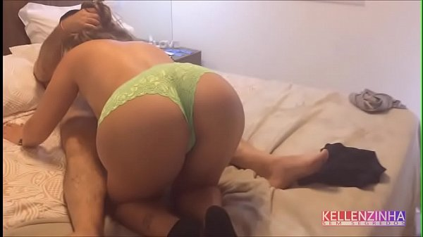 Wife receives her uncle at home and fucks until...
