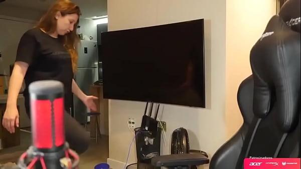 Cherrygumms live stream showing her ass