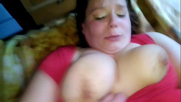 Szexi duci csaj nagy farkú tetovált pasijával szexel