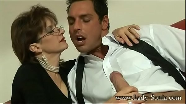 British Milf Lady Sonia sucks a huge cock and g...