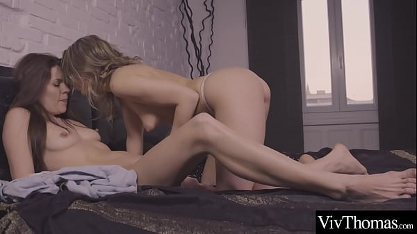 Gorgeous blonde and stunning brunette have hot make-up sex