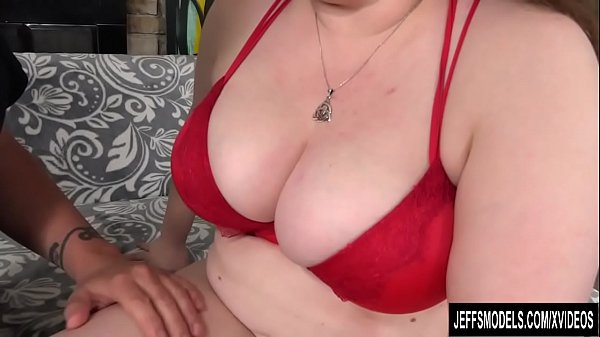 Chunky woman Desi Dae wet pussy takes big dick