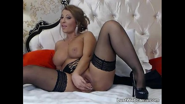 Hot blonde MILF toys her pussy and ass on cam Thumb