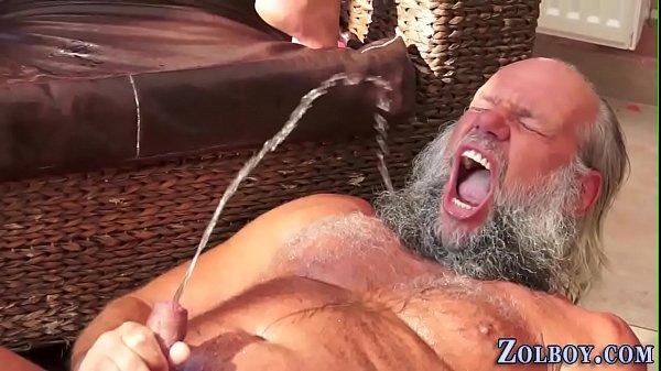 Pee slut pissing on oldy