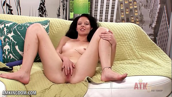 Anne Adams cums all over her toy