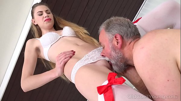 Old Goes Young - Old man bangs a sexy babe on the couch Thumb