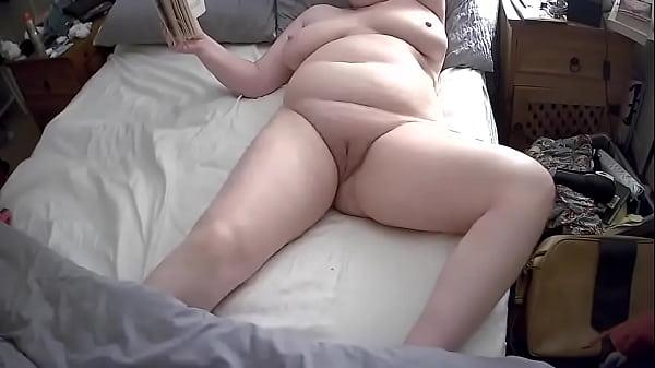 Amatőr duci nagy cicis anyuka maszturbál