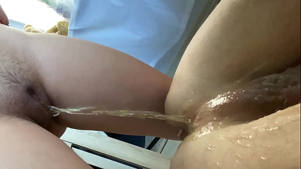 Ass eating and pee at the same time - Young Molly - Rimming