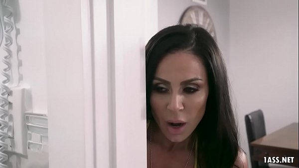 Incredibly Sexy MILF Kendra Lust can't stop her...